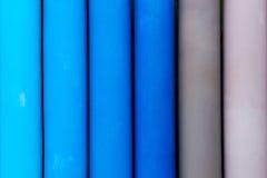Schließen Sie oben vom blauen und grauen Zaun Stockfoto