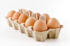 Schließen Sie oben vom Ei auf weißem eingeschlossenem Hintergrund Beschneidungspfad. Stockbild