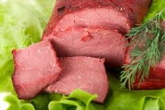 Schließen Sie oben vom frischen Kopfsalat und vom Rindfleisch Stockbild