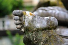 Schließen Sie oben vom Fuß der Statue Lizenzfreies Stockbild