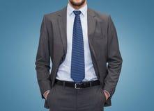 Schließen Sie oben vom Geschäftsmann über blauem Hintergrund Lizenzfreie Stockbilder