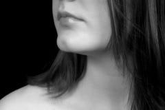 Schließen Sie oben vom Gesicht der Frau in Schwarzem u. im Weiß stockfotos