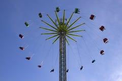 Schließen Sie oben vom Himmel-Schwingen im Cardiff-Winter-Märchenland stockfotografie