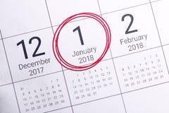 Schließen Sie oben vom vom Januar 2018 auf Tagebuchkalender Stockfotografie