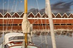 Schließen Sie oben vom Mast der Yacht stockfoto