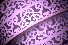 Schließen Sie oben vom purpurroten Gewebe mit Design Lizenzfreies Stockfoto