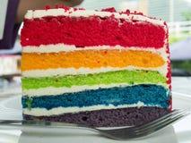 Schließen Sie oben vom Regenbogenkuchen Lizenzfreie Stockfotos