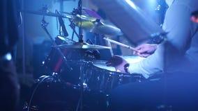 Schließen Sie oben vom Schlagzeuger Playing Drum Solo stock footage