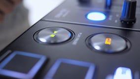 Schließen Sie oben vom Spiel-Knopf von DJ-Instrument lizenzfreie stockbilder