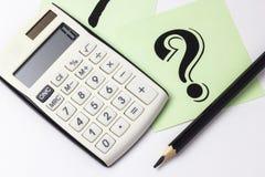 Schließen Sie oben vom Taschenrechner, vom Instrument des Maßes und von den Bleistiften Lizenzfreie Stockbilder