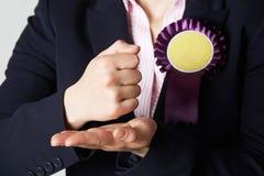 Schließen Sie oben vom weiblichen Politiker Making Passionate Speech lizenzfreie stockbilder