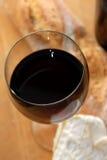 Schließen Sie oben vom Wein mit Käse Stockfoto