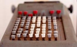 Schließen Sie oben vom Weinlese-Taschenrechner lizenzfreie stockfotografie