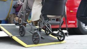 Schließen Sie oben von behindertem Person In Wheelchair Boarding Bus stock video footage