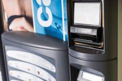 Schließen Sie oben von Bill Slot auf Front des Automaten stockfoto