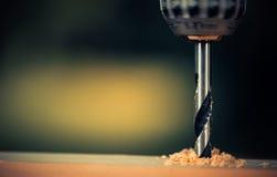 Schließen Sie oben von bohren herein Holz lizenzfreies stockfoto