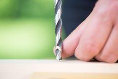 Schließen Sie oben von bohren herein Holz stockfoto