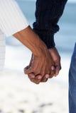 Schließen Sie oben von den älteren Paar-Holding-Händen Stockfotografie