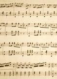 Schließen Sie oben von den Anmerkungen über ein altes Musikblatt. Stockbild