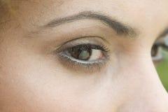 Schließen Sie oben von den Augen einer Frau Stockfotografie