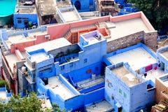 Schließen Sie oben von den blauen Häusern in Jodhpur Stockfotografie
