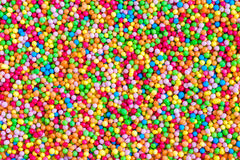 Schließen Sie oben von den bunten essbaren Zuckerperlen für Lebensmitteldekoration Stockfotografie