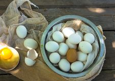 Schließen Sie oben von den Eiern in einem Bogen Lizenzfreie Stockbilder