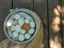 Schließen Sie oben von den Eiern in einem Bogen Lizenzfreies Stockbild