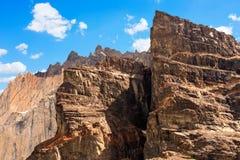 Schließen Sie oben von den felsigen Bergspitzen Stockfotografie