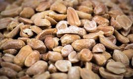 Schließen Sie oben von den gebackenen gesalzenen marinierten Erdnüssen stockbilder
