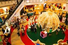 Schließen Sie oben von den Goldlichtern von Blinker Weihnachtsmotiv Stockbild