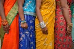 Schließen Sie oben von den indischen bunten Kleidern Lizenzfreie Stockfotos