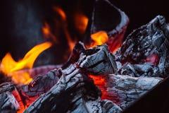 Schließen Sie oben von den Lagerfeuer-Flammen Stockbild