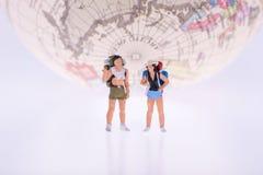 Schließen Sie oben von den Miniaturwanderer- und Touristenleuten Lizenzfreies Stockbild
