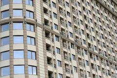 Schließen Sie oben von den modernen Wohngebäudeäußeren Lizenzfreies Stockbild