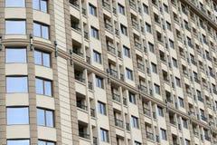 Schließen Sie oben von den modernen Wohngebäudeäußeren Stockfotos