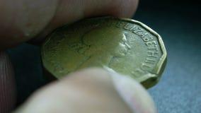 Schließen Sie oben von den sehr alten Münzen stock video