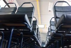 Schließen Sie oben von den Sitzen auf öffentlichen Transportmitteln Lizenzfreie Stockfotos