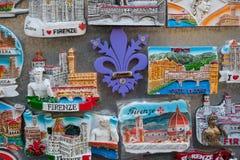 Schließen Sie oben von den touristischen Magnetandenken von Florenz Stockbilder