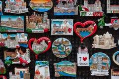 Schließen Sie oben von den touristischen Magnetandenken von Florenz Stockfotografie