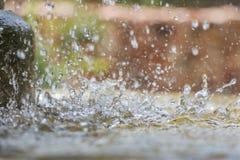 Schließen Sie oben von den Wassertropfen des allgemeinen Brunnens Lizenzfreie Stockfotos