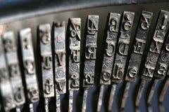Schließen Sie oben von der alten Schreibmaschine Lizenzfreie Stockfotos