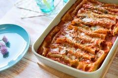 Schließen Sie oben von der Cannellonilasagne mit Spinat und Ricotta Lizenzfreie Stockfotos