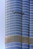 Schließen Sie oben von der Fassade von Turm Burj Khalifa mit den Fensterputzern, die am 21. März 2013 in Dubai, vereinigter Araber Stockfotos