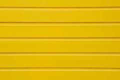 Schließen Sie oben von der gelben Holzverkleidungshintergrundbeschaffenheit Stockfotos