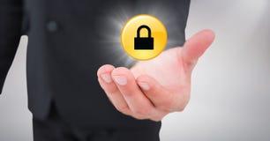 Schließen Sie oben von der Geschäftsmannhand mit gelber Verschlussgraphik und erweitern Sie sich gegen weißen Hintergrund Lizenzfreies Stockbild