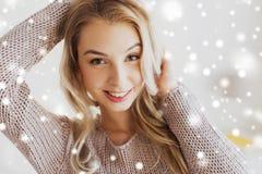 Schließen Sie oben von der glücklichen jungen Frau oder von der Jugendlichen Stockfotografie