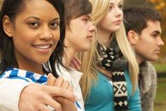 Schließen Sie oben von der Gruppe von vier Jugendfreunden Lizenzfreie Stockfotos