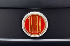 Schließen Sie oben von der Haubenverzierung Weinlese Chevrolets Bel Air Motor- Archivbilds Stockfotos