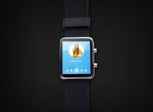 Schließen Sie oben von der intelligenten Uhr mit Musikspieler Lizenzfreie Stockfotografie